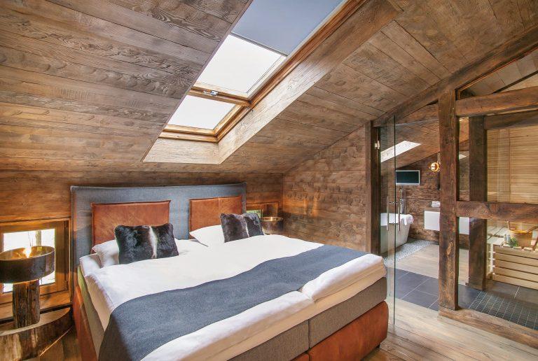 Schlafzimmer Alm Chalet Suite mit Sauna und Badezimmer Relais Chalet Wilhelmy