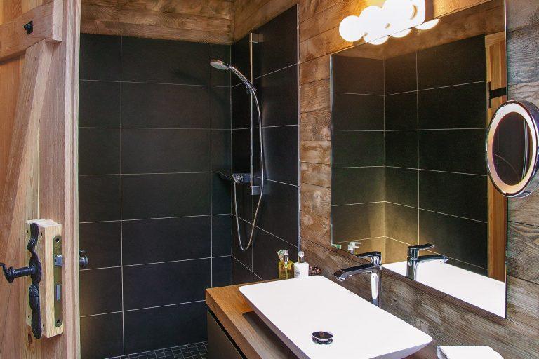 Weiteres Badezimmer Alm Chalet Suite zu ergänzendem Schlafzimmer Relais Chalet Wilhelmy