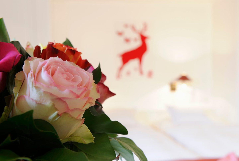 Detailbild Blumenstrauss im Zimmer Relais Chalet Wilhelmy