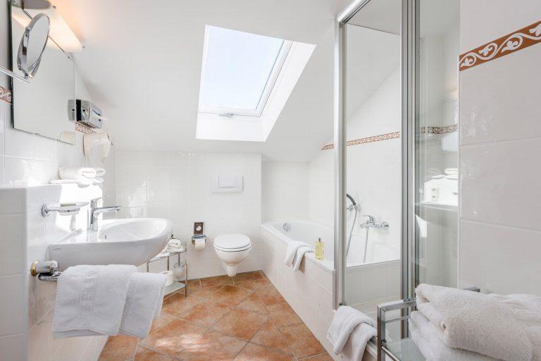 Dreiraum Appartement Suite Badezimmer Relais Chalet Wilhelmy