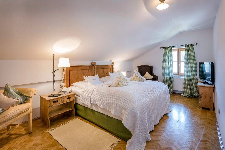 Dreiraum Appartement Suite Schlafzimmer Doppelbett Relais Chalet Wilhelmy