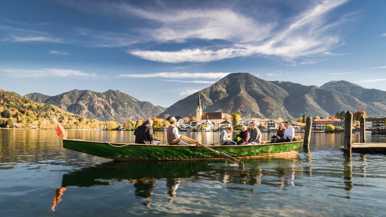 Bootstour am Tegernsee durch die Herbstlandschaft rund um das Relais Chalet Wilhelmy