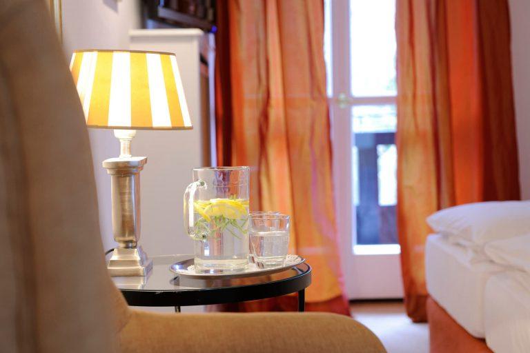 Kuschel Doppelzimmer Wasserkaraffe Relais Chalet Wilhelmy