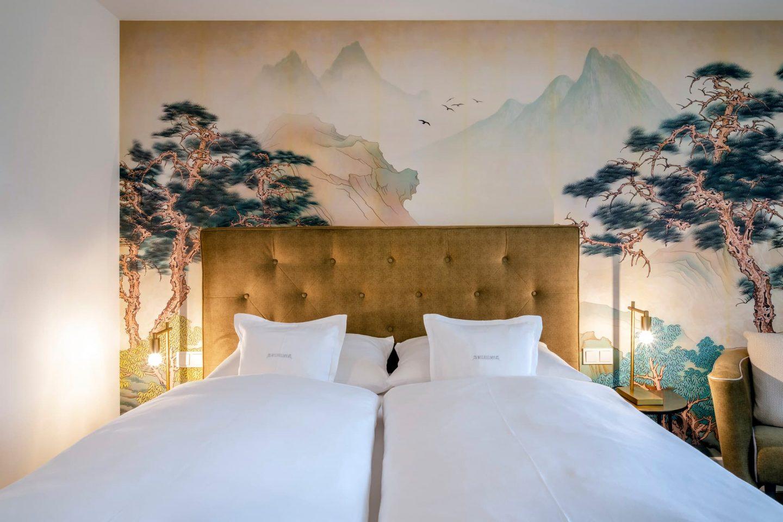 naturdoppelzimmer warme naturtoene japanische bäume relais chalet wilhelmy