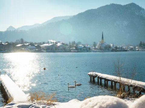 Steg am winterlichen Tegernsee Relais Chalet Wilhelmy