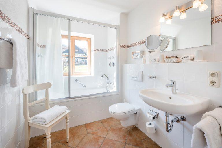 Badezimmer Zweiraum Appartement Suite Relais Chalet Wilhelmy