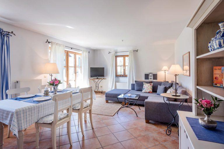 Zweiraum Appartement Wohnraum Gesamtansicht Relais Chalet Wilhelmy